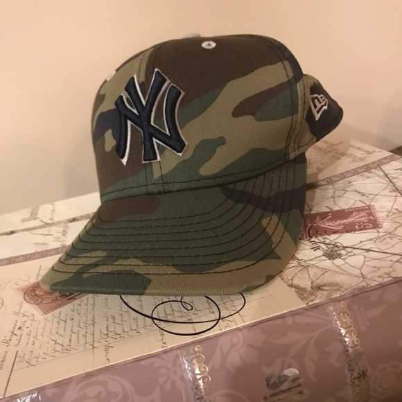 NEW YORK YANKEES New NWT Mens Hat Era Camouflage Camo Fitted Red 7 1//2 3//4 1//4